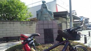 埼玉県 岩槻区 わらべ人形の像