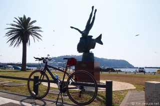 片瀬漁港「海の詩」銅像