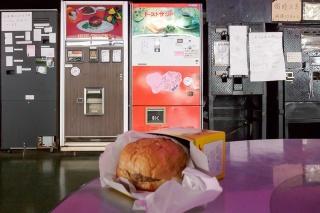 鉄剣タロー ハンバーガー 自動販売機
