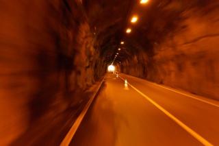白鬚トンネル