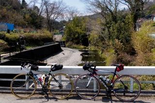 陣馬街道 恩方マス釣り場 ロードバイク